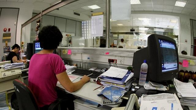 Για ποιους και πόσο μειώνονται οι φόροι με τις νέες ελαφρύνσεις