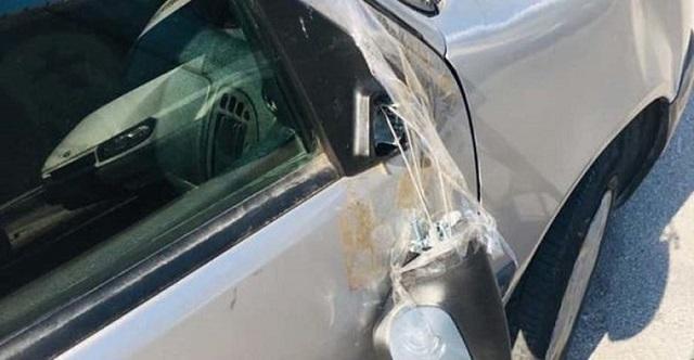 Νεαροί έχουν τρομοκρατήσει ολόκληρη συνοικία στη Λάρισα: Σπάνε αυτοκίνητα και πετάνε πέτρες