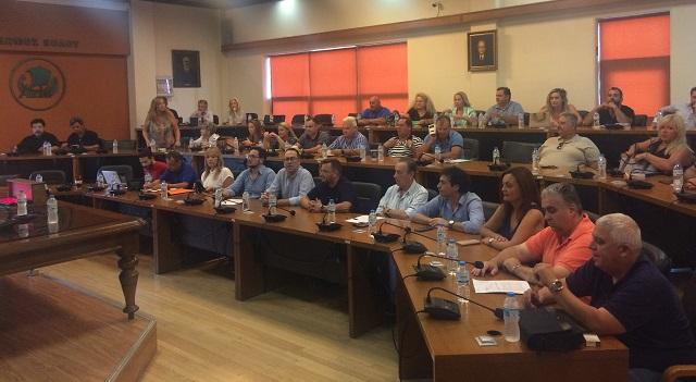 Ευχές, κόντρες και πειράγματα στην «πρώτη» του νέου δημοτικού συμβουλίου Βόλου