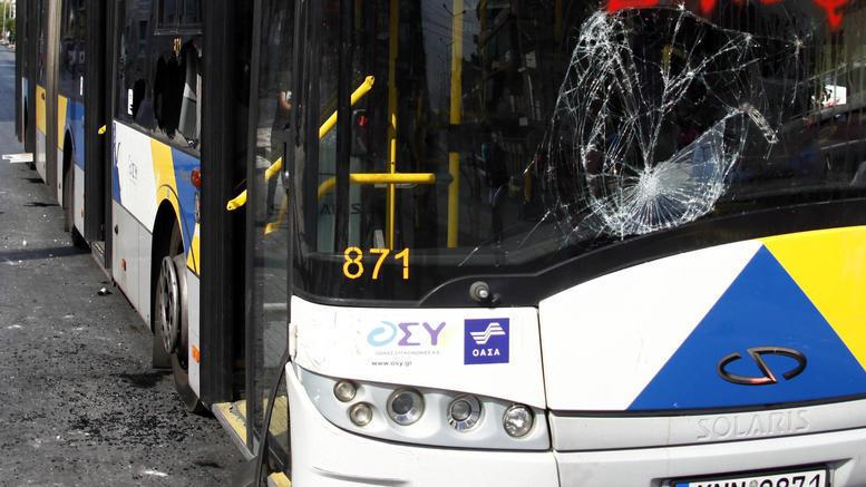 Σύγκρουση φορτηγού με λεωφορείο στην Πέτρου Ράλλη