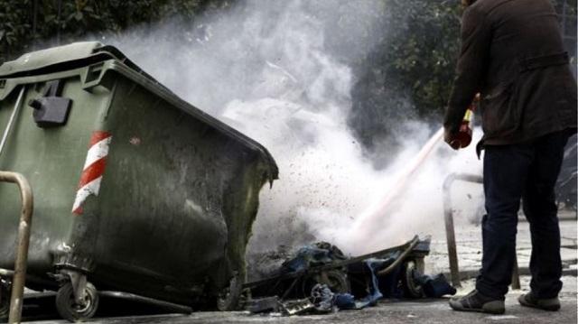 Μπαράζ εμπρησμών σε κάδους απορριμμάτων στην Καρδίτσα