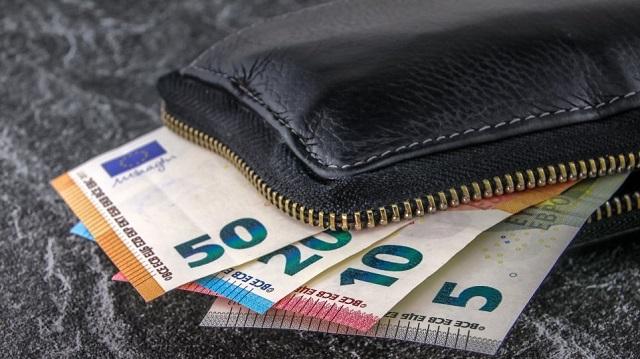 Την ώρα του αγιασμού σε σχολείο ξάφρισε πορτοφόλι