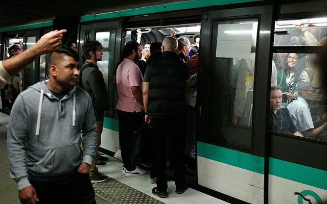 «Παραλύει» το Παρίσι λόγω απεργίας στις μεταφορές [εικόνες]