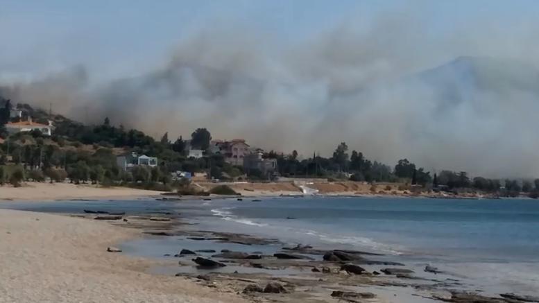 Λαγονήσι: Σε εξέλιξη φωτιά κοντά σε σπίτια -Εντολή εκκένωσης