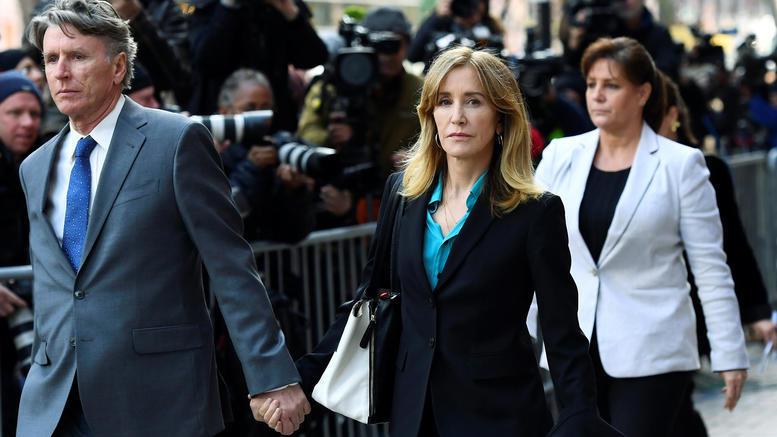 Στη φυλακή η ηθοποιός Φελίσιτι Χόφμαν για το σκάνδαλο των πανεπιστημίων
