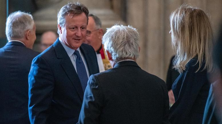 Κάμερον: Ο Τζόνσον πίστευε ότι «το Brexit θα συντριβεί»