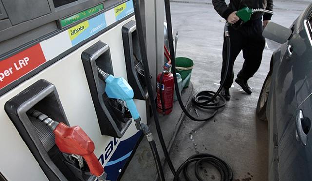 Εκτοξεύεται η βενζίνη: Κίνδυνος αυξήσεων και στα σούπερ μάρκετ