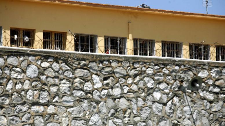 Αστυνομική έφοδος σε «περίπτερο» κοκαΐνης στον Κορυδαλλό