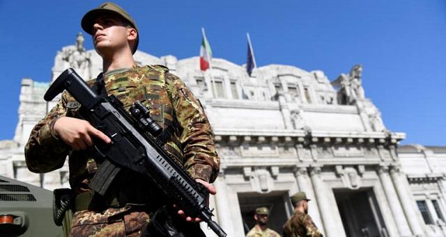 Μιλάνο: Κάρφωσε ψαλίδι στον λαιμό στρατιώτη φωνάζοντας «ο Αλλάχ είναι μεγάλος»