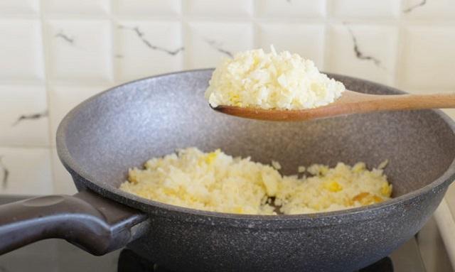 Τι λένε οι γιατροί για το πώς και πότε να βάζετε το ρύζι στο ψυγείο