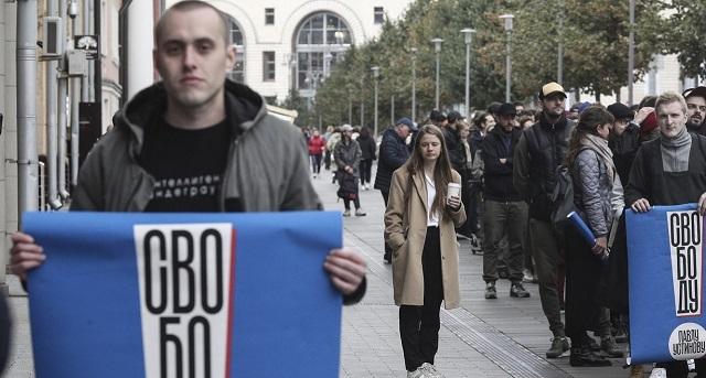 Ρωσία: Δικαστήριο θα επανεξετάσει τη φυλάκιση του ηθοποιού Ουστίνοφ
