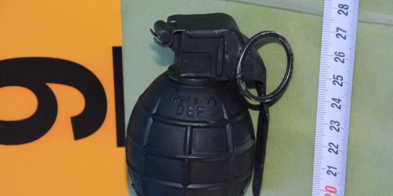 Μενίδι: Βρέθηκε χειροβομβίδα στον δρόμο, κοντά σε κλειστό γυμναστήριο