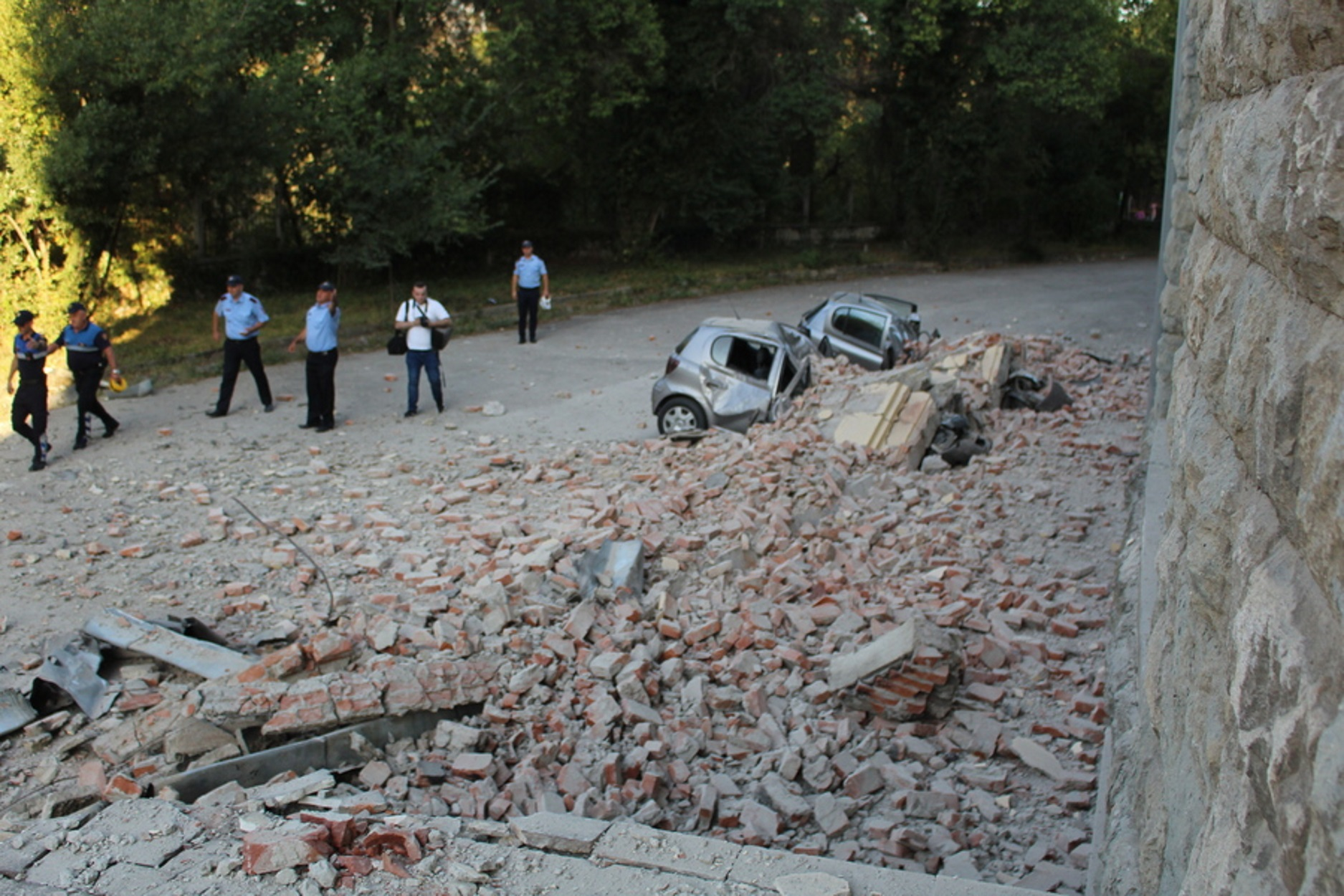 Δεκάδες τραυματίες και μεγάλες υλικές ζημιές από τα 5,8 Ρίχτερ στην Αλβανία