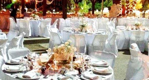 Ζευγάρι αναζητά γυμνούς σερβιτόρους για τη δεξίωση του γάμου του