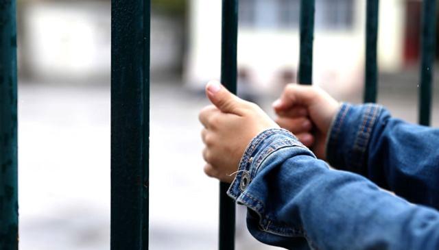 Αλλεπάλληλα κρούσματα ναρκωτικών σε σχολεία της Μαγνησίας
