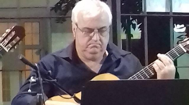 Μάγεψε με την κιθάρα του ο Βολιώτης Ντίνος Γκρίνιας