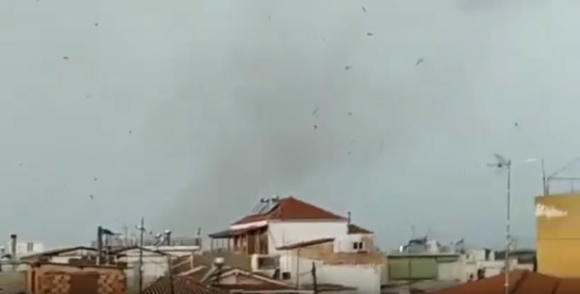 Βίντεο-ντοκουμέντο: Ανεμοστρόβιλος «χτύπησε» την Καλαμάτα