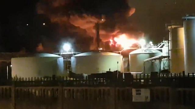 Μεγάλη φωτιά σε χημικό εργοστάσιο στη Γαλλία