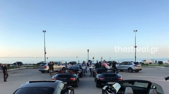 Στην Πλατεία Αριστοτέλους 10 Porsche για καλό σκοπό [εικόνες]