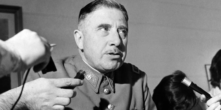 Πού είναι θαμμένοι 13 γνωστοί δικτάτορες -Από τον Χίτλερ & Μουσολίνι μέχρι τον Πινοσέτ & τον Παπαδόπουλο