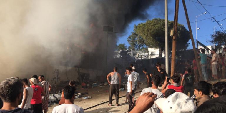 Φωτιά στη Μόρια: Στο νοσοκομείο Μυτιλήνης απανθρακωμένη σορός -Φόβοι & για δεύτερο νεκρό