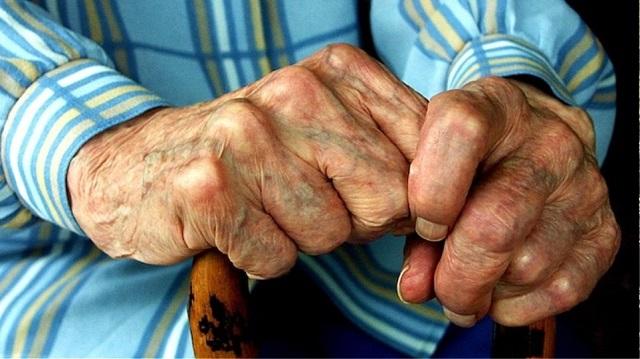 Σεσημασμένος ανήλικος Ρομά λήστεψε ηλικιωμένο στη Λαμία