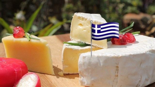 Οικονομικό χτύπημα μέσω... Airbus σε ελληνικά τυριά, γιαούρτια, φρούτα