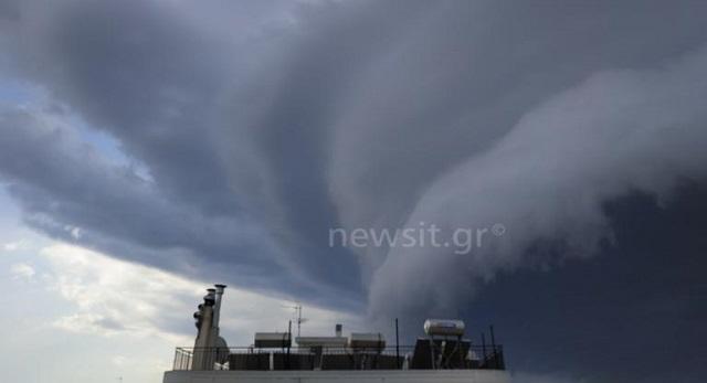 Τι είναι το shelf cloud, το μαύρο σύννεφο, που κάλυψε την Αττική [εικόνες]
