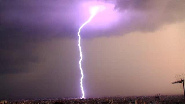«Καμπανάκι» από τον Καλλιάνο για ισχυρές καταιγίδες την Παρασκευή