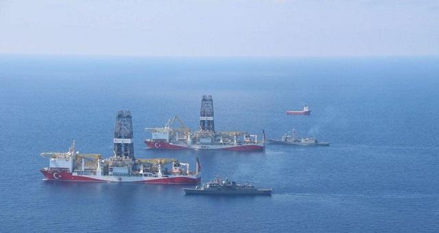 Φρεγάτες, υποβρύχια και drone συνοδεύουν τα γεωτρύπανα Φατίχ και Γιαβούζ