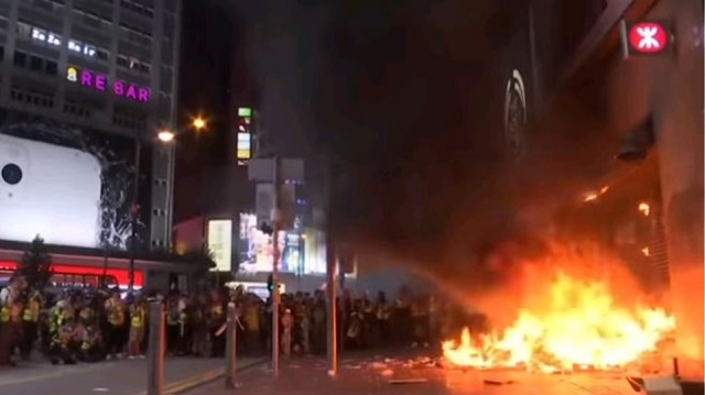 Αστυνομικοί πυροβόλησαν 14χρονο διαδηλωτή στο Χονγκ Κονγκ
