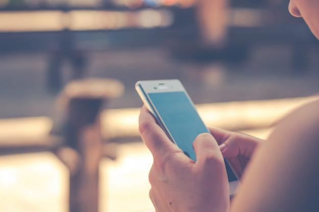 Φόρτιση κινητού: Δείτε πόσο κοστίζει το ρεύμα για όλη τη χρονιά