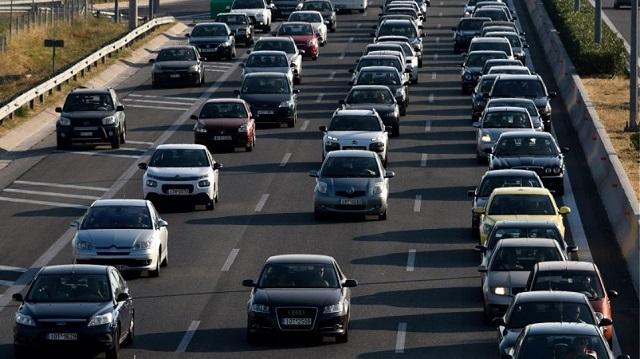 Τροχαίο στην Αθηνών-Λαμίας και ουρά χιλιομέτρων