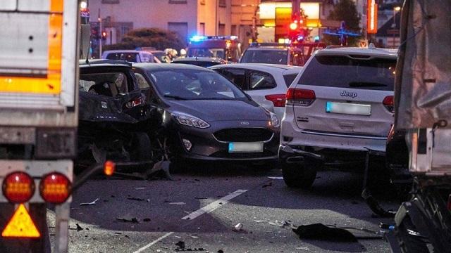 Γερμανία: Οδηγός έπεσε πάνω σε ΙΧ- 16 τραυματίες, φόβοι για τρομοκρατικό χτύπημα