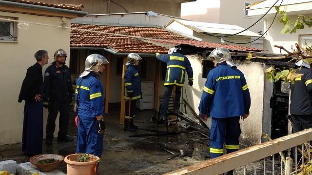 Συναγερμός για φωτιά σε αποθήκη σπιτιού στην Αθηνών (photos)