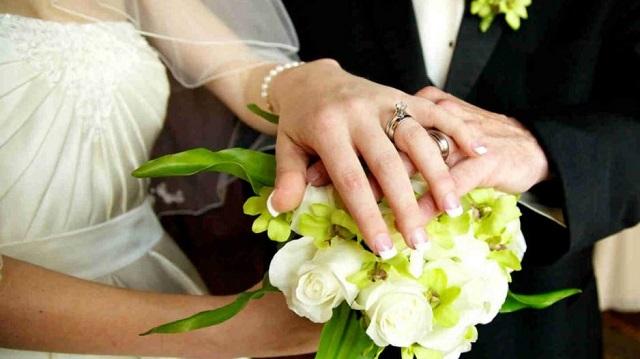 Η μακρυχέρα «φίλη» έκλεψε ακόμα και τα φακελάκια από το γάμο στη Λάρισα