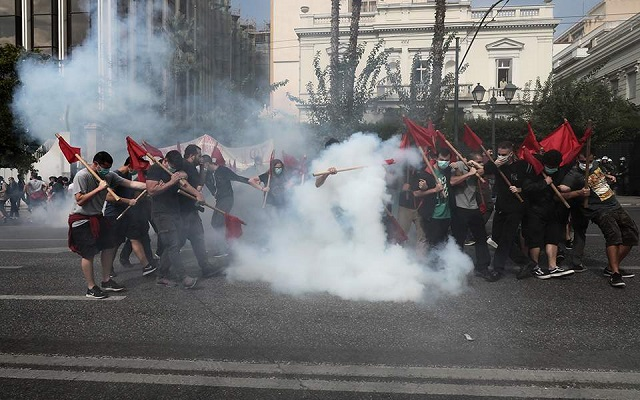 Επεισόδια και χημικά στην πορεία των φοιτητών στην Αθήνα