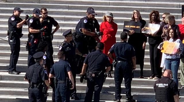Συνέλαβαν την Τζέιν Φόντα σε διαδήλωση