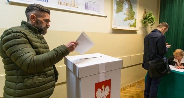Πολωνία: Σάρωσαν οι εθνικιστές στις βουλευτικές εκλογές