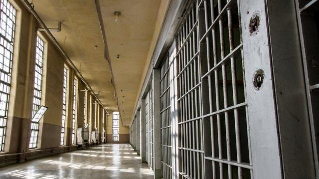 Απέδρασε από τις φυλακές για να πάει να δει τη... μαμά του