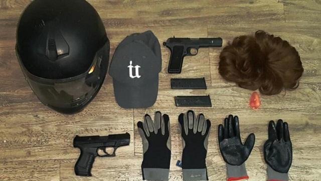 Χειροπέδες σε δύο κακοποιούς που «χτυπούσαν» καταστήματα