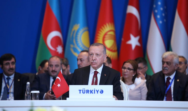 Νέες απειλές Ερντογάν για το προσφυγικό και… λογομαχία με Μακρόν