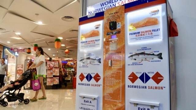 Στη Σιγκαπούρη, το πρώτο ATM σολομού στον κόσμο