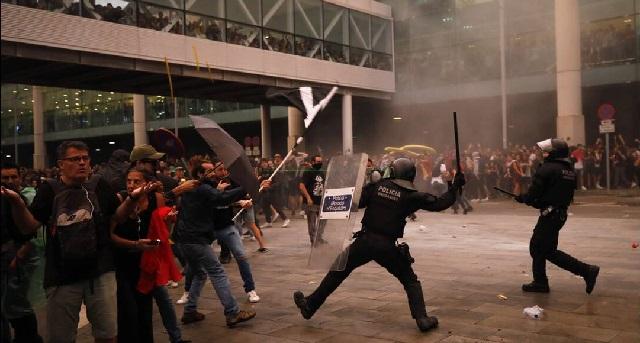 Τρίτη νύχτα έντασης στη Βαρκελώνη: Πάνω από 20 οι συλλήψεις