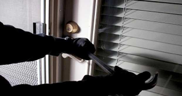 «Ανοιξαν» γραφείο συλλόγου στη Λάρισα και έκλεψαν 7.500 ευρώ