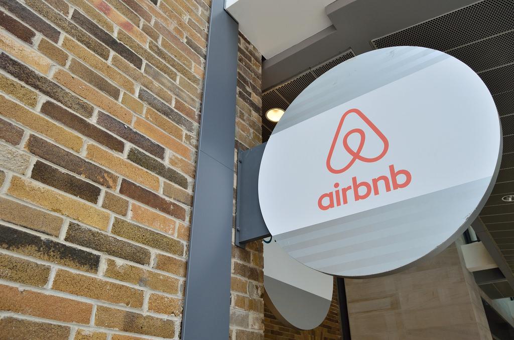 Αλλάζουν όλα στα Airbnb: Τα 3+1 μέτρα που εξετάζει η κυβέρνηση