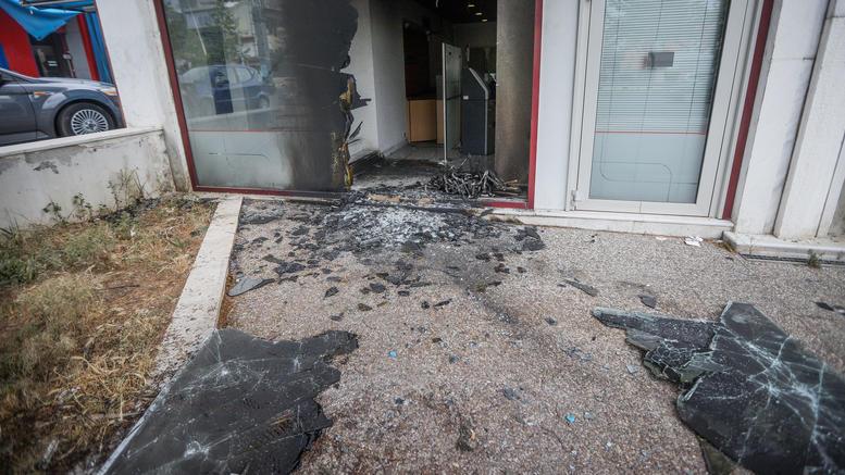 Ισχυρή έκρηξη ΑΤΜ με έναν ελαφρά τραυματία στη Γλυφάδα