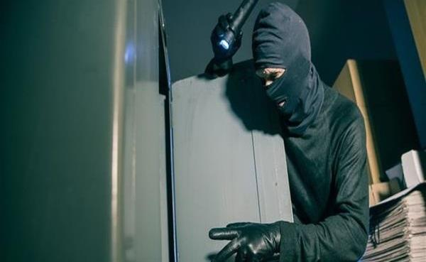 «Επαγγελματίες» πίσω από την κλοπή χρηματοκιβωτίου στον Βόλο