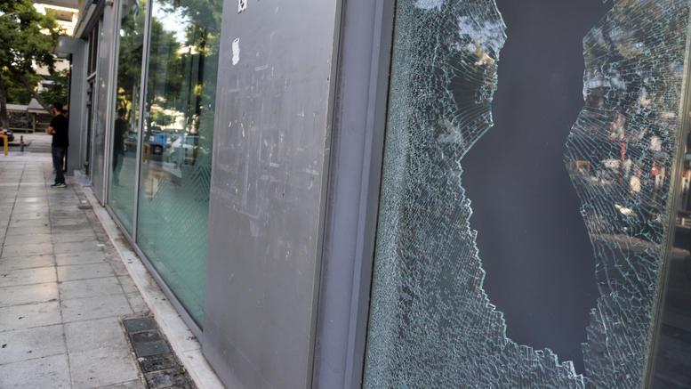Ζημιές σε υποκατάστημα τράπεζας στη Θεσσαλονίκη