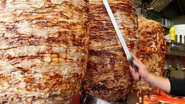 Κατασχέθηκαν 250 κιλά κατεψυγμένου γύρου κοτόπουλου με σαλμονέλα σε επιχείρηση του Πειραιά